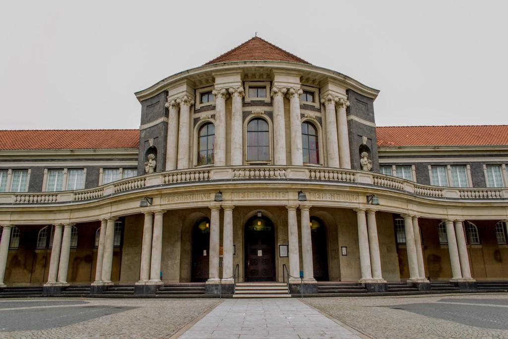 Do Instituto Colonial à Universidade